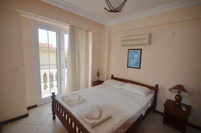 13b--bedroom-one-has-side-balcony_resize