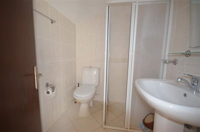 20--bathroom-3-is-ensuite-to-bedroom-4_resize