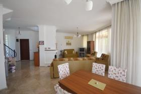 Image No.14-4 Bed Villa / Detached for sale