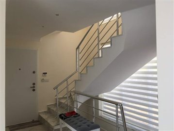 6--stairs-and-side-entrance
