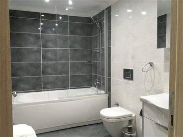 10--family-bathroom