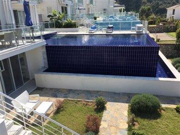 12--side-aspect-infinity-pool
