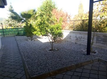 13--side-gardens