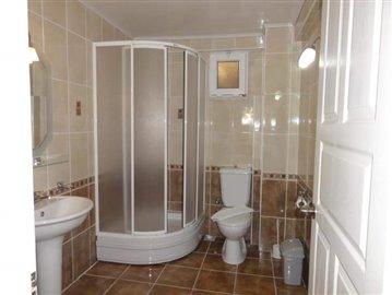9a--ensuite-bathroom