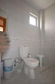 11--family-bathroom_resize