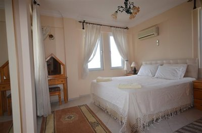 12--bedroom-two-with-ensuite_resize