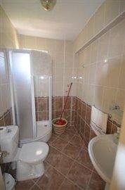 11--family-bathroom-on-living-level_resize