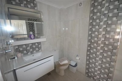 6--ensuite-to-bedroom-one_resize