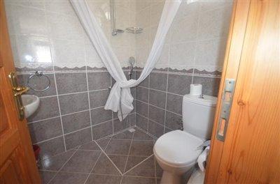 8--villa-one-downstairs-shower