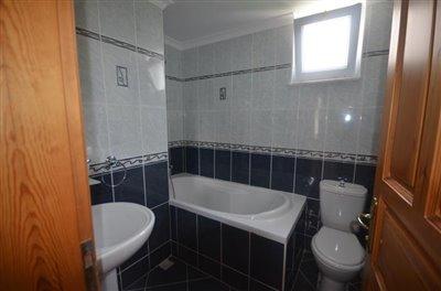 16--family-bathroom