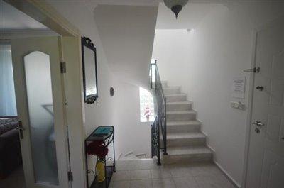 6--enrance-door-and-hallway_resize