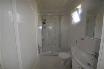 11--bedroom-one-ensuite_resize