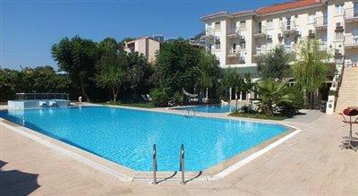 13--large-pool-at-ovacik-residences_resize