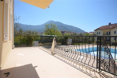 3--large-terrace-with-mountain-views_resize