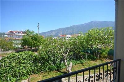 7b--bedroom-balcony-view-to-rear_resize