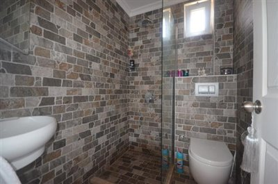 13--family-bathroom_resize