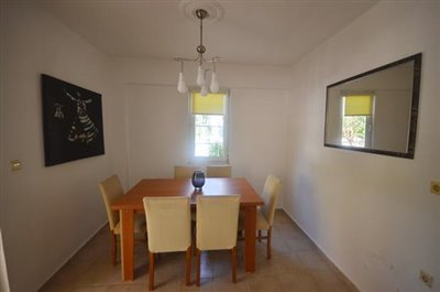 11--lower-level-dining-area_resize