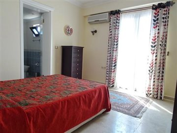 13--bedroom-one-with-ensuite_resize