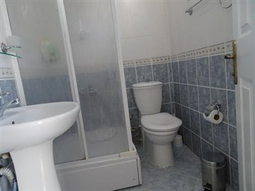 14--ensuite-to-bedroom-one_resize