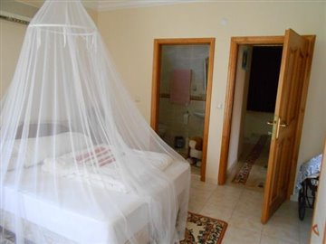 19--villa-bedroom-2-with-ensuite_resize