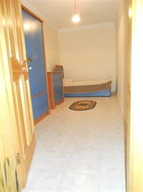 26--basement-bedroom-2-single_resize