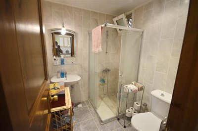 4--bathroom_resize