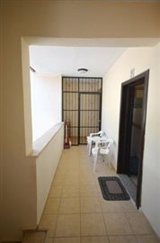8--hallway-balcony_resize