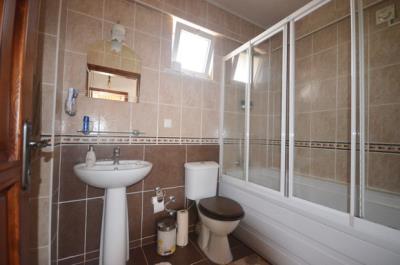 14--family-bathroom_resize