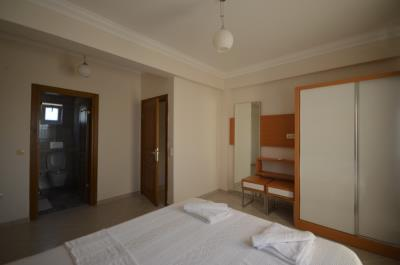 12a--master-bedroom_resize
