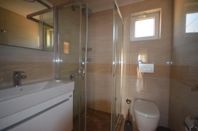 15--family-bathroom_resize