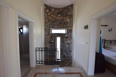 10a--upper-hallway