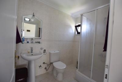 13--family-bathroom