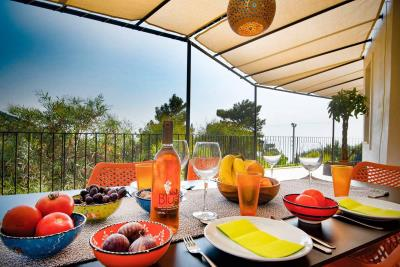 7--dining-terrace