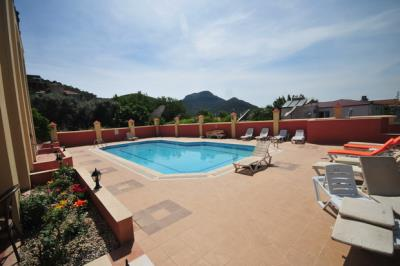 4--pool-with-mountain-views_resize