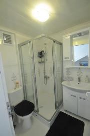 6--upper-shower-room_resize