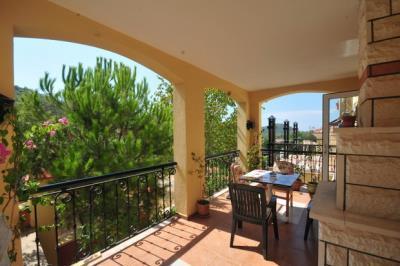 9---lounge-terrace_resize
