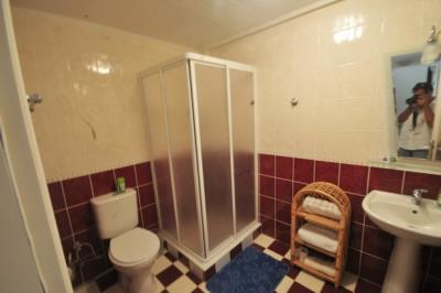 12--lower-bathroom_resize