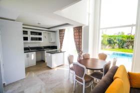 Image No.4-Maison / Villa de 4 chambres à vendre à Hisaronu