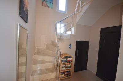 12--stairs-and-entrance-hallway_resize