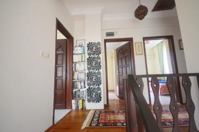 8a--upper-hallway_resize