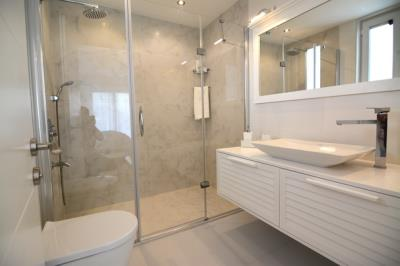 25a--second-floor-bathroom_resize