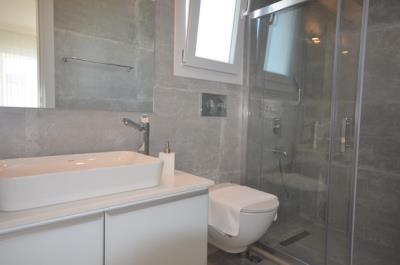 12c--ensuite-bedroom-one_resize