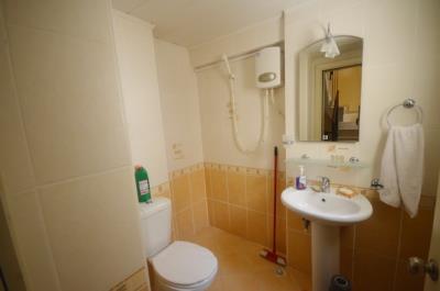 6--bathroom-one-living-level_resize