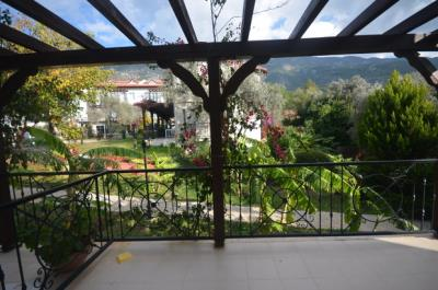 8a--dining-balcony_resize