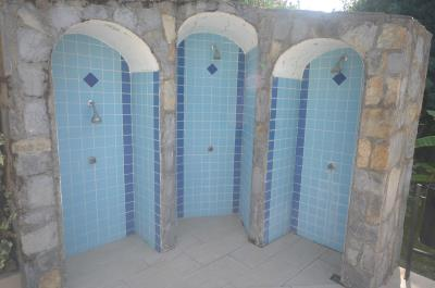 3-poolside-showers