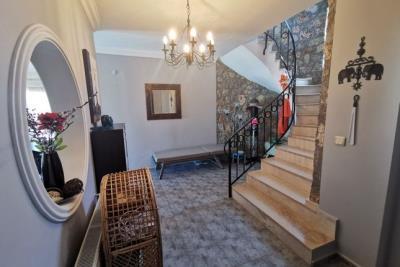 5--entrance-hallway