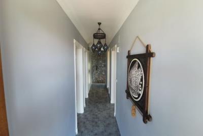 10--upper-hallway