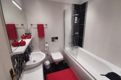 14--bathroom-one