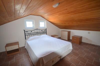 12--upper-roof-bedroom_resize