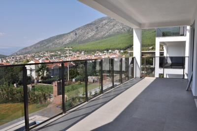 9--bedrom-balcony